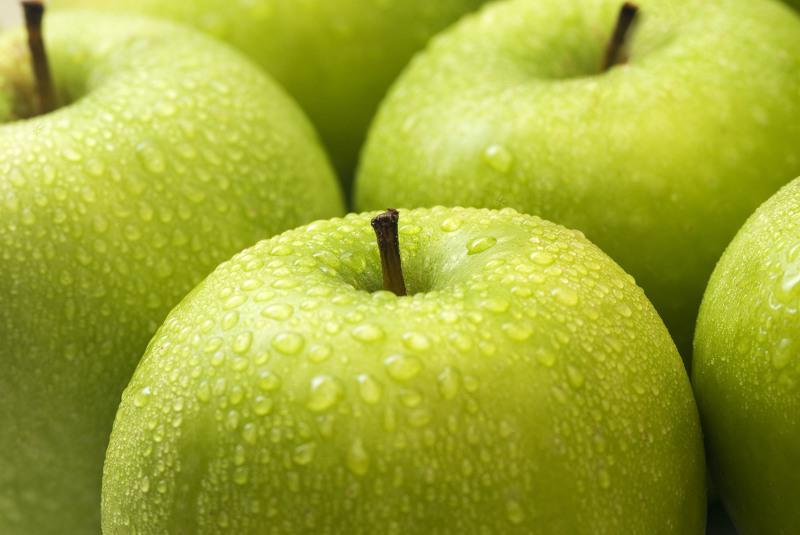 Чем полезны яблоки для детей и взрослых?