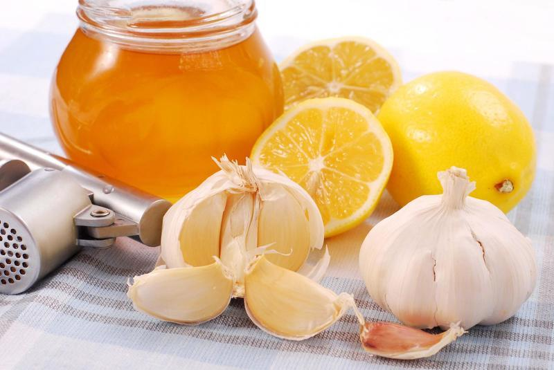 Настойка чеснока и лимона с медом: полезные свойства и ...