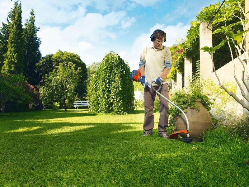 Стрижка газона покос травы