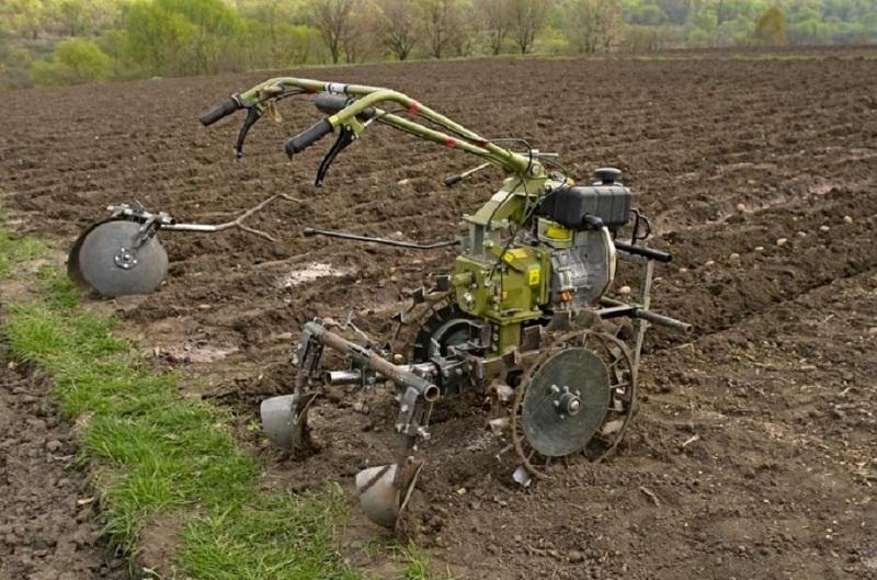 Посадка картошки с помощью мотоблока