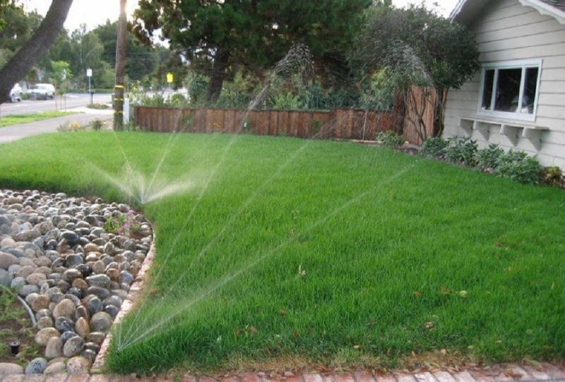 Система автоматического полива для газона