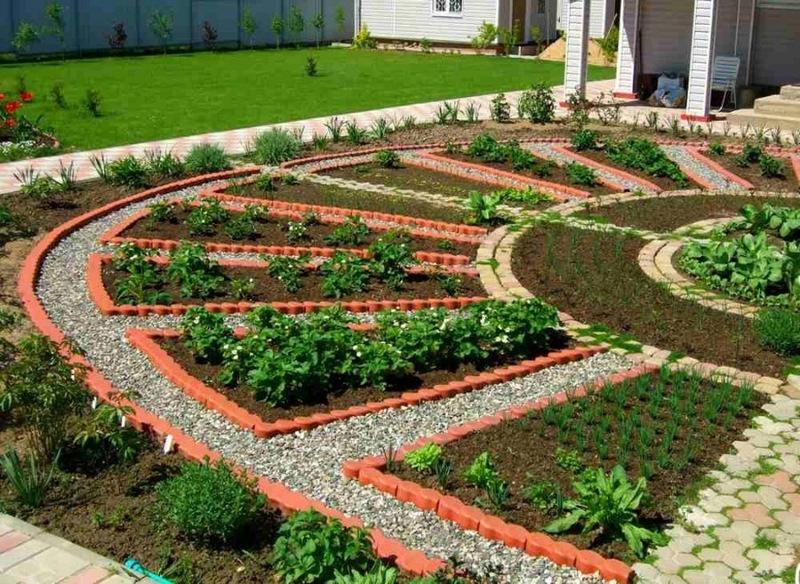 Регулярный огород оформленный в форме солнца