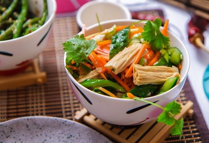 Соевая спаржа – по-корейски, жареная, маринованная, с курицей, говядиной и овощами