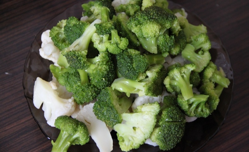 Брокколи можно замораживать вместе с цветной капустой