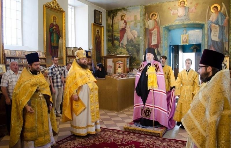 Литургия в церкви в день успения святой Анны