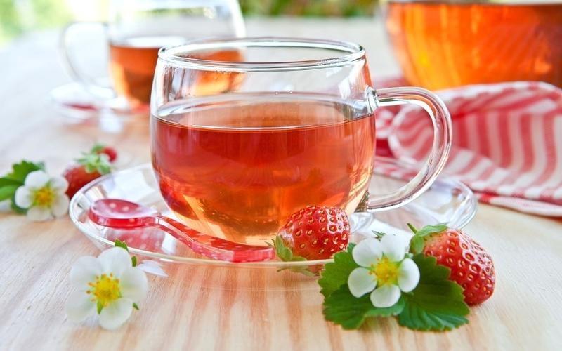 Чай из листьев и цветов клубники: лечебные свойства