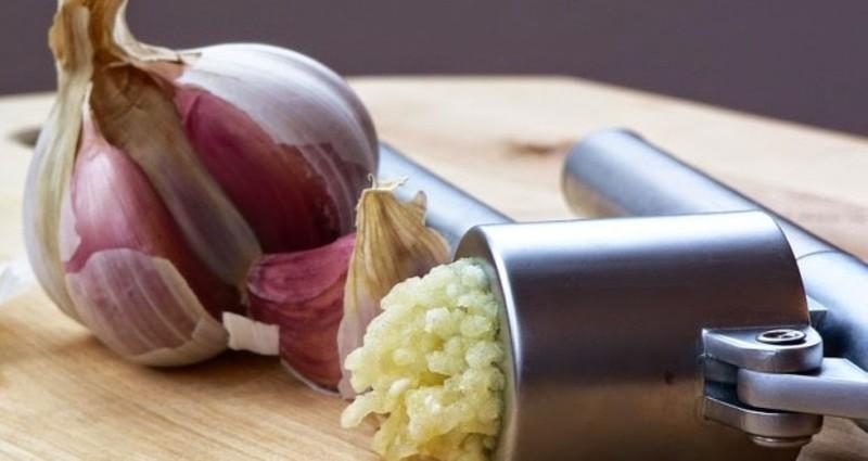 Регулярное употребление чеснока способствует укреплению иммунитета
