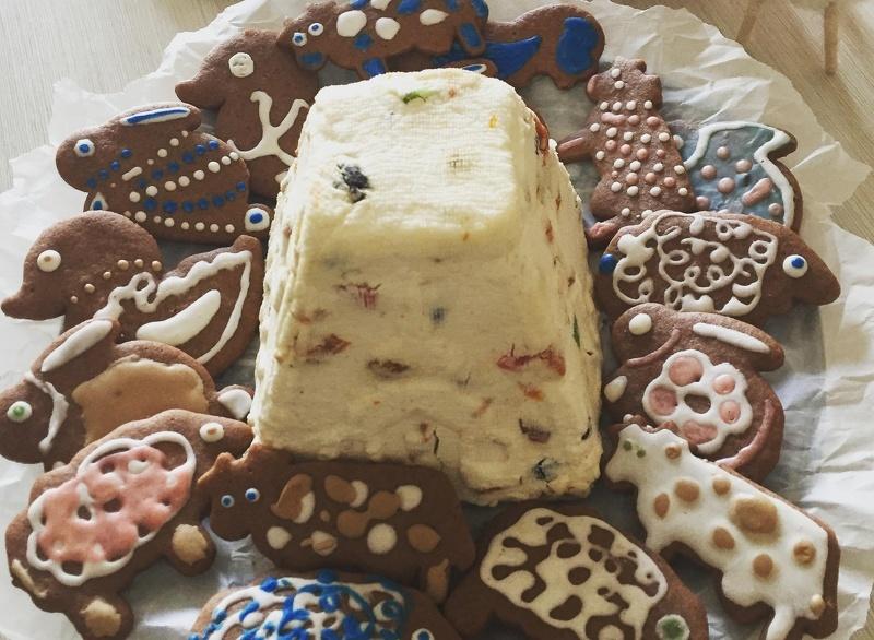 Домашним печеньем в виде животных угощали Коляду и колядников