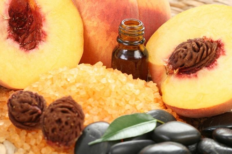 Масло из косточки персика широко используется в косметологии