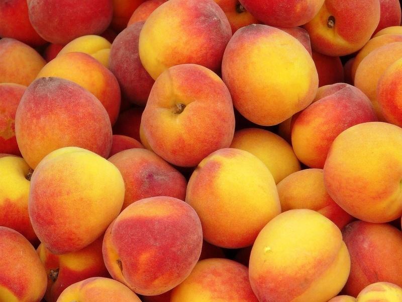 При проблемах с желудком следует съедать не более одного персика в день