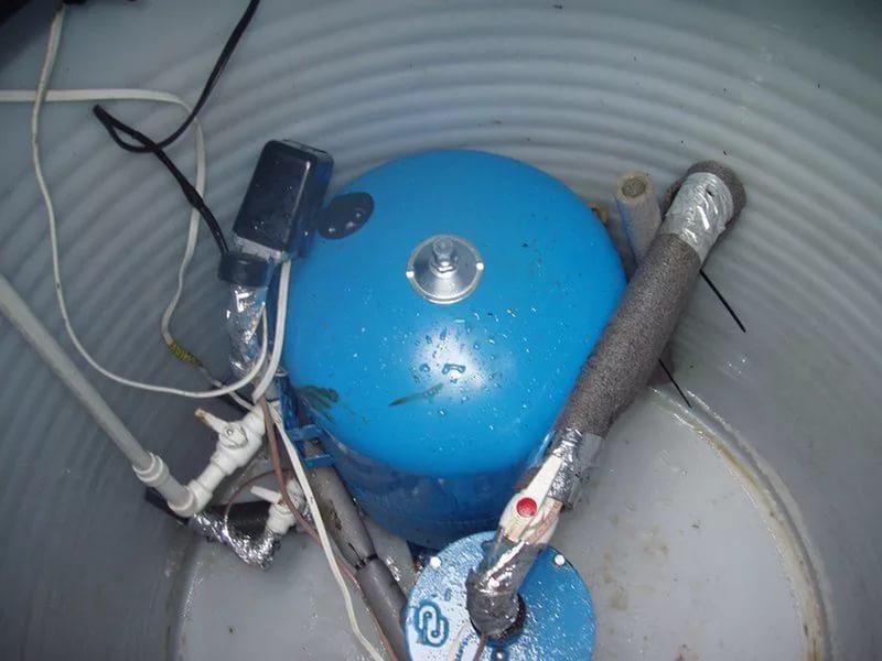 Гидроаккамулятор необходим для сглаживания гидроударов на насос при отключении электроэнергии