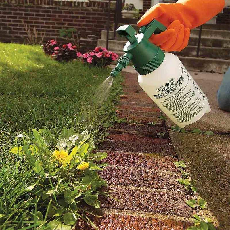 Опрыскивание сорной травы гербицидами