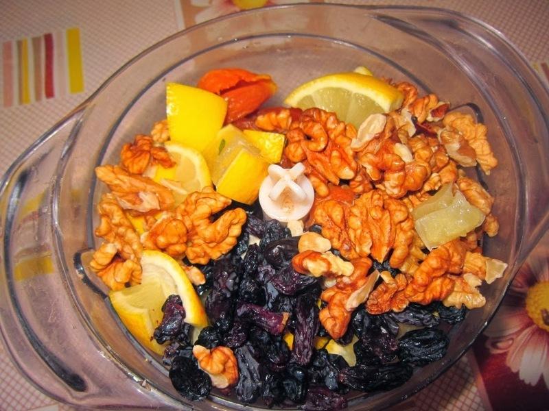 Орехи в меду с лимоном и сухофруктами - рецепт здорового организма