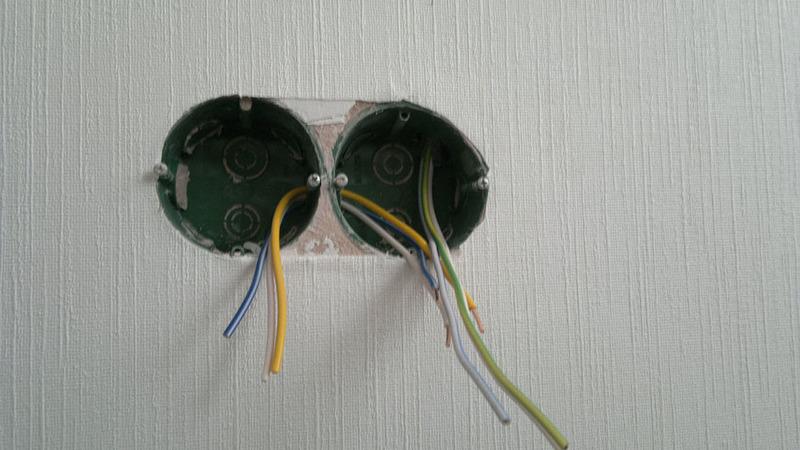 Подготовленные подрозетники и выведенные провода