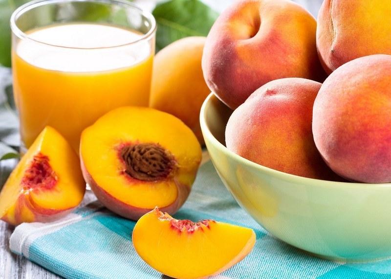 Персики - польза и вред для здоровья организма