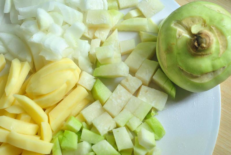 Приготовление витаминного супа с кольраби