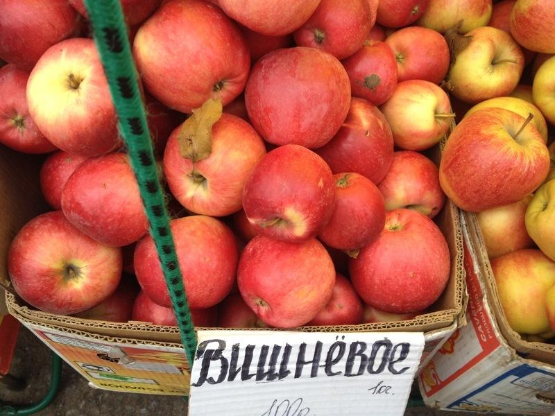 Сорт яблони Вишневая идеально подходит для приготовления соков