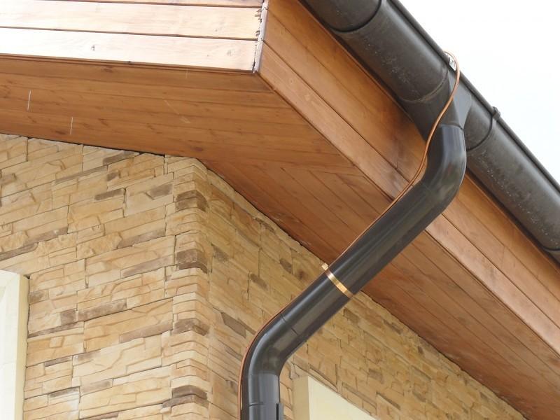 Токоотвод с крыши частного дома