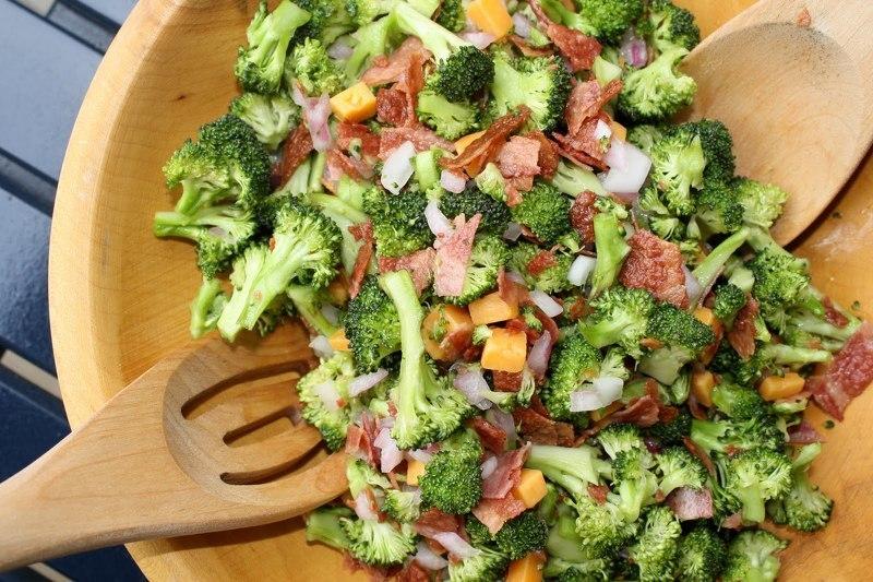 Перед добавлением в блюдо замороженную брокколи обязательно отваривают